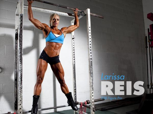 Exclusive Interview with IFBB Pro Larissa Reis