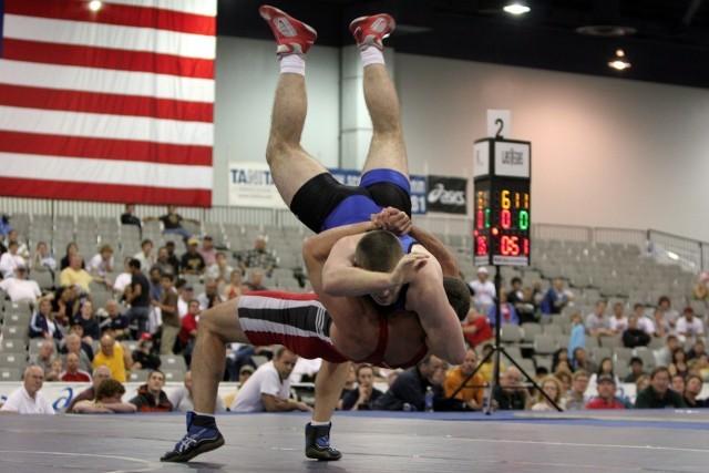 wrestlers-646535_1280